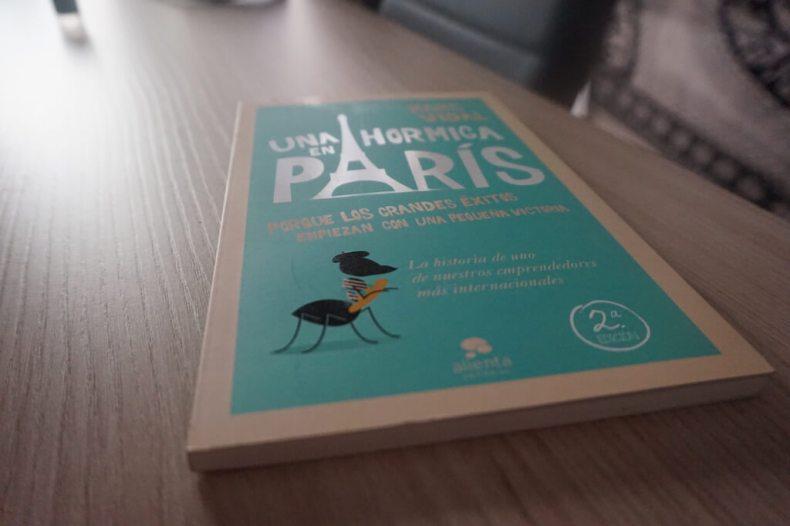 Mi libro de Marc Vidal, Una hormiga en Paris. :)