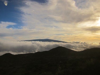 Mer de nuages with Mauna Loa in the background