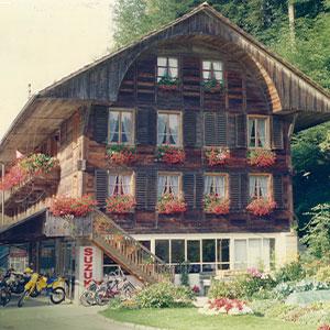 Bild zeigt das ursprüngliche Geeschäft in der Leimen, welches von 1988-1995 als Geschäftssitz diente.