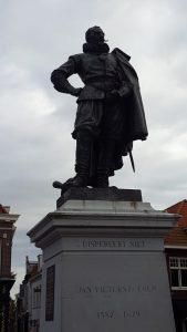 b-hoorn-sqcoen-statue