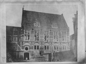 Old photo of the Kloveniersdoelen, taken shortly before its demolition in 1857.