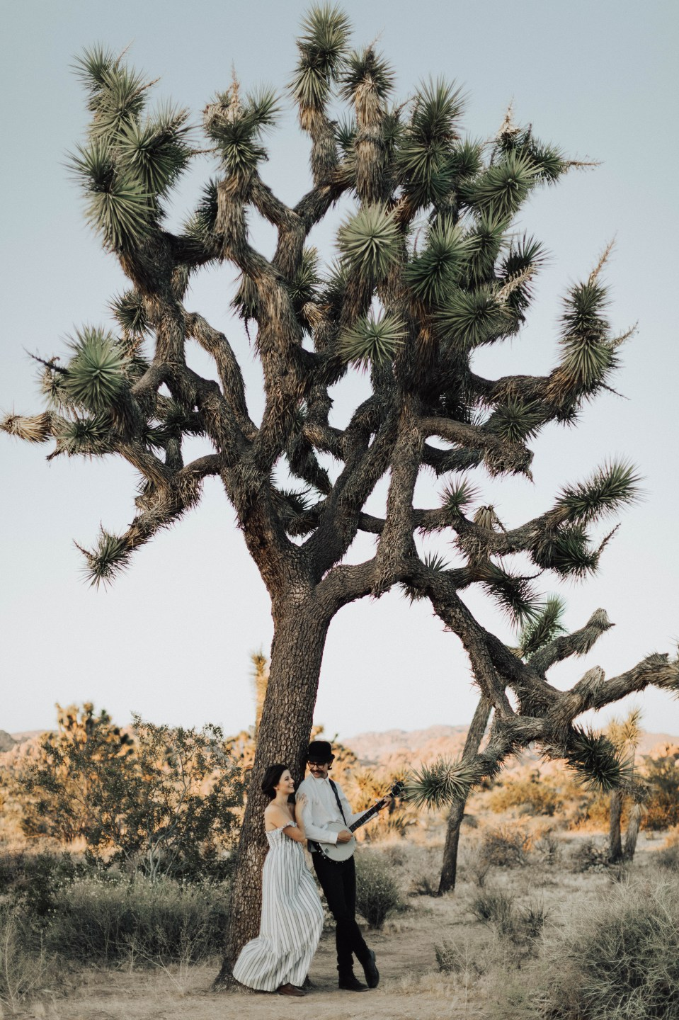 What to Wear to Your Engagement Session - Bree and Stephen Photography - San Diego Wedding Photographers - Joshua Tree National Park Engagement Session