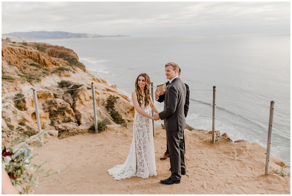 bride and groom at torrey pines cliffs