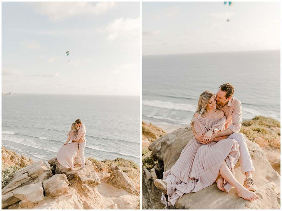 sunset engagement pictures in la jolla - couple taking engagement photos at torrey pines gliderport - photo by bree and stephen