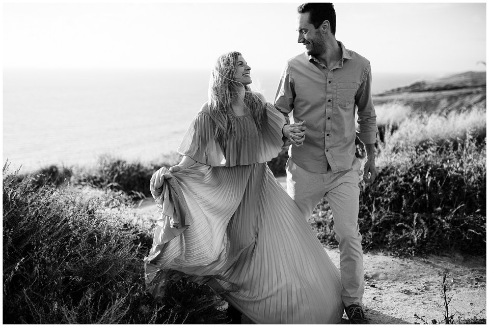 black and white engagement photos at torrey pines gliderport