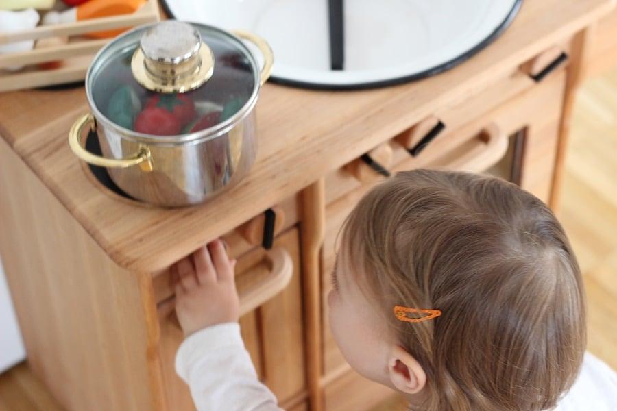 Kinderküche aus Holz von Livipur im Test - Kinder können hier gefahrlos kochen und backen #livipur #anzeige