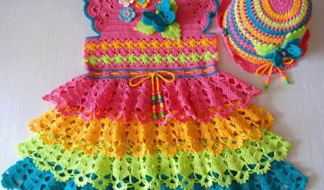 Robe multicolore au crochet
