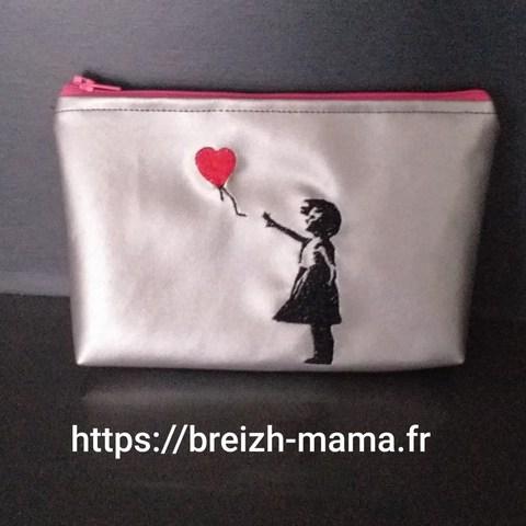 Trousse brodée fillette ballon coeur (2)