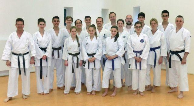 Die Teilnehmer von der C- und B-Trainer-Ausbildung nach bestandener Prüfung mit dem Lehrwart und Referent Andreas Seiler (links) und Referent Frank Steffen (rechts).