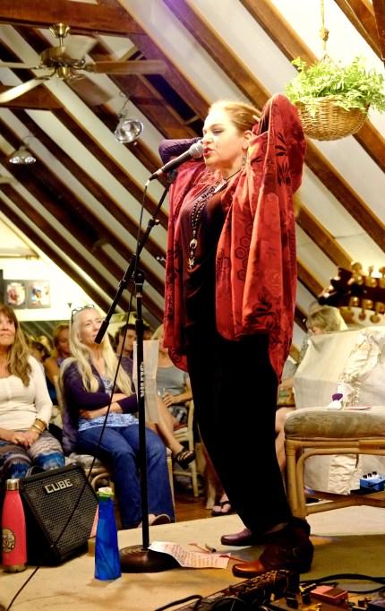 Image of Brenda Layne performing at Ward's Rafters, Honolulu, Hawaii
