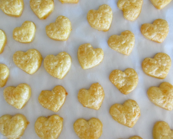 Need a healthy snack idea? Try this easy, from scratch homemade cheese crackers recipe from BrenDid. Homemade crackers are easy to make and are an easy way to eliminate preservatives and additives from your diet.