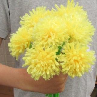 Easy Tassel Flowers: DIY Dandelion Bouquet