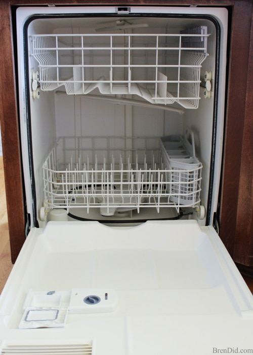 dishwasher cleaning - Green clean your dishwasher with this simple tutorial to remove build up, solve drainage problems and keep it sparking clean, and running like new!