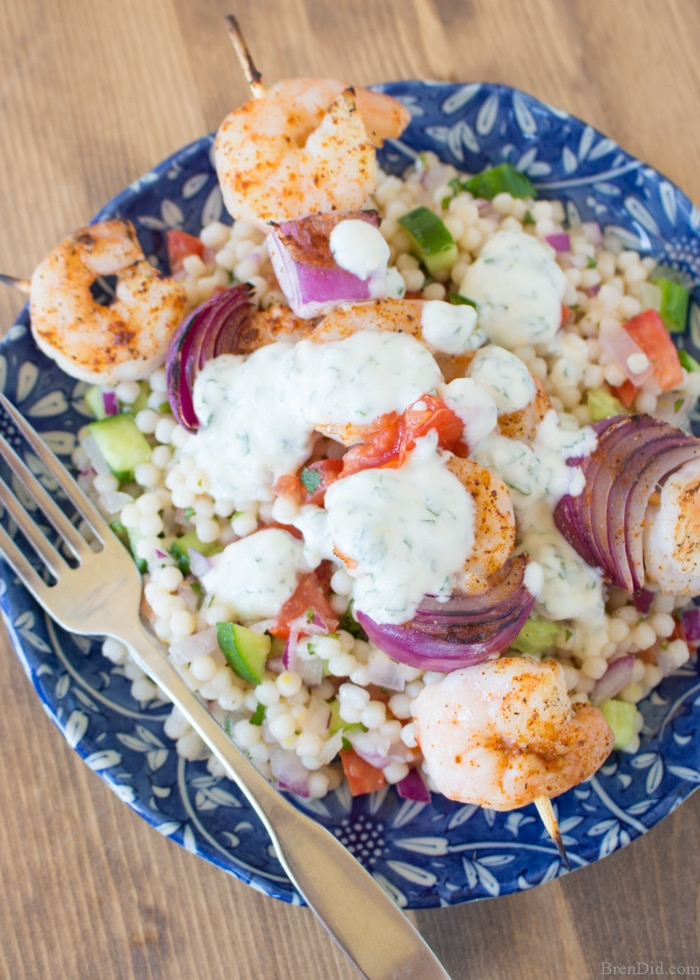 Ever get tired of meal planning and cooking? I found a way to make family meal time easier without eating out. This Hello Fresh review isn't a sponsored post, it is my personal experience and opinions about their fresh meal delivery service. Learn how you can stop eating out and save on home cooked meals. Meal delivery service review and Hello Fresh coupon.