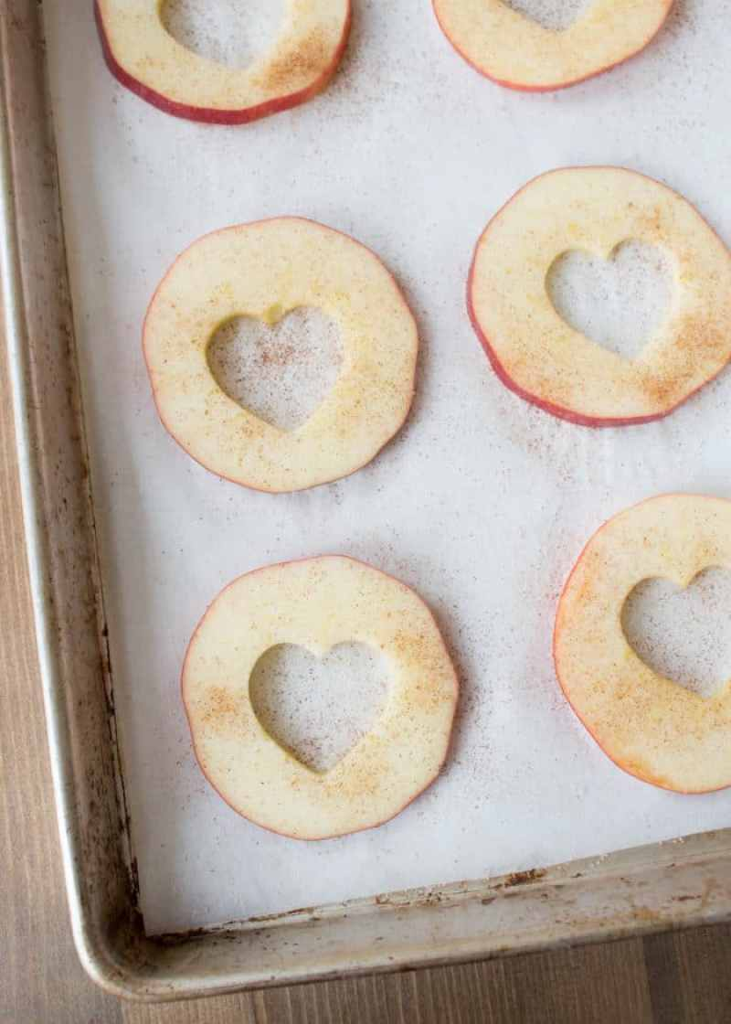 Healthy Oven Baked Apple Chips, Healthy snacks for kids, healthy valentine snacks, oven baked apple chips, apple chips