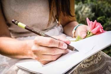 fabula-olovka-sa-zelenim-potpisom