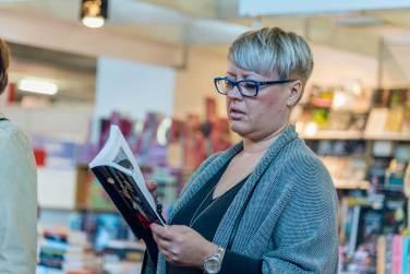 Poezija se čita - Lea Brezar