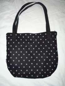 coole Handtasche schwarz grau Sternchen Rückseite