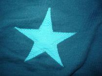 Brennender Schuh - blauer Stern auf dem Ärmel Ellbogen