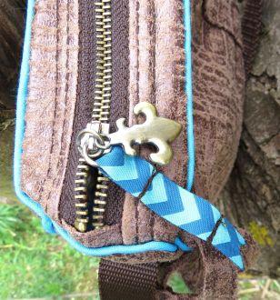 BrennenderSchuh Reißverschluss Webband Anhänger, Fransen-Handtasche im Leder-Reptilien-Indianer-Look mittlere Größe, braun-türkis
