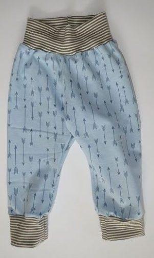 pumphose-genaeht-blau-pfeile-stoff-ringelbuendchen-beige-baby-hose