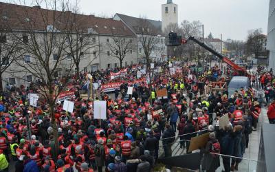 """""""Größte Katastrophe seit dem 2. Weltkrieg"""": 3000 Menschen protestieren gegen den Brenner-Nordzulauf"""