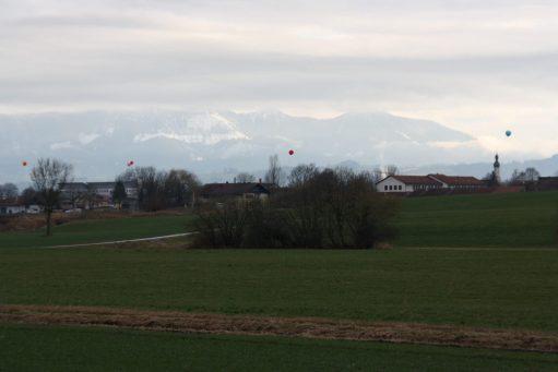 Ballonkette zeigt die Hochtrasse in Wernhardsberg