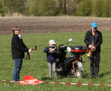 Mit Kuhglocken und Topfdeckeln geht die Lärmwelle von Großkarolinenfeld in das Inntal. Quelle: Brennerdialog