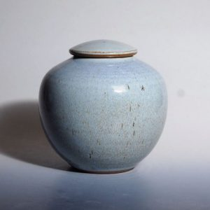 Rounded urn