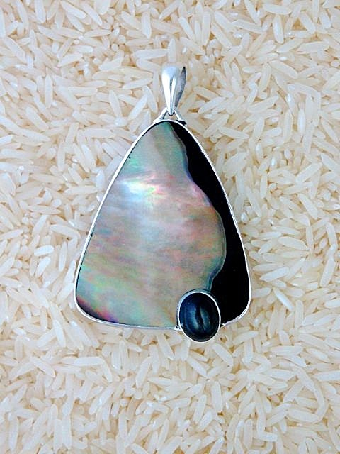 Black Lip Pendant X-Large Teardrop: Oval Black Star Diopside