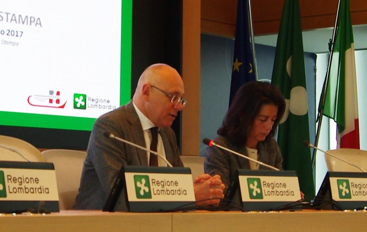 Nella foto: Mauro Parolini, Assessore allo Sviluppo economico di Regione Lombardia, Elena Vasco, Segretario Generale della Camera di commercio di Milano - www.bsnews.it