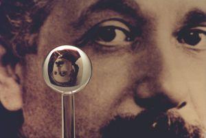 800px-Einstein_gyro_gravity_probe_b