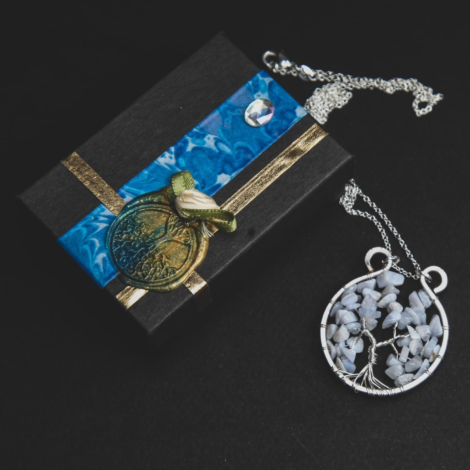 tree_of_life_gemstone_crystal_pendant_blue_lace_agate_02.min
