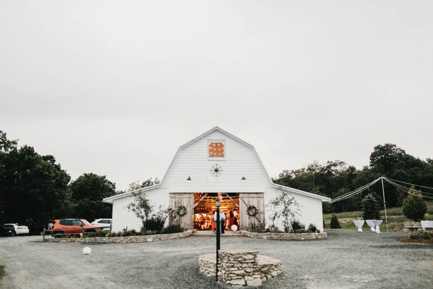 overlook barn wedding photos