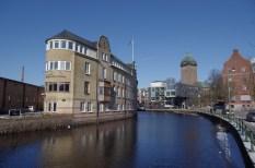 Am Viskan, rechts die Carolikirche, Borås' ältestes Gebäude