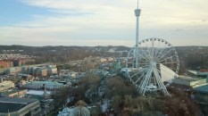 Blick auf das Riesenrad und den Freefalltower von Liseberg
