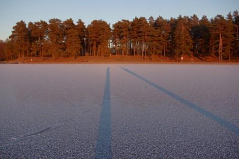 """200 m weiter: """"unser"""" Badplatz: Die Bucht ist zugefroren, trotzdem waren wir die Einzigen."""