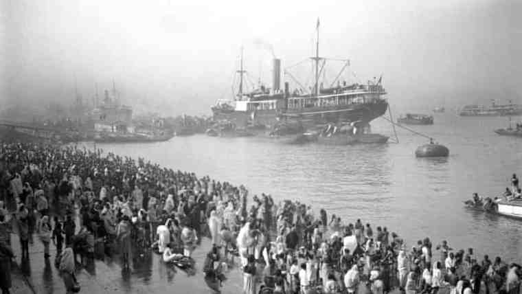 A British ship arriving in India when it was a British colony.