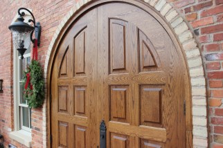IMG_9622_brick and rounded wood doors