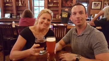 Dunkelweizen beer-Rotes-Rossa-wine-beer_Brewery Becker-couple cheers