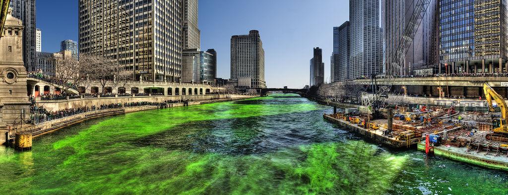 1024px-Green_Chicago_River_on_Saint_Patricks_Day_2009