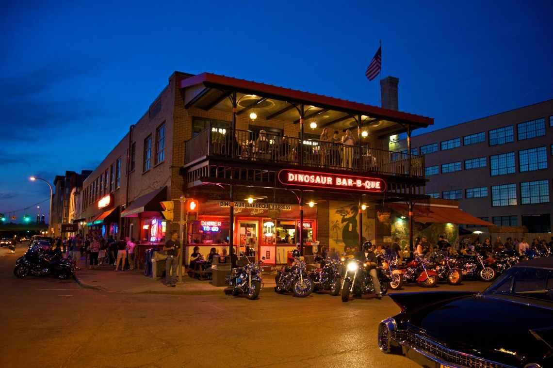 The exterior of Syracuse's Dinosaur Bar-B-Que