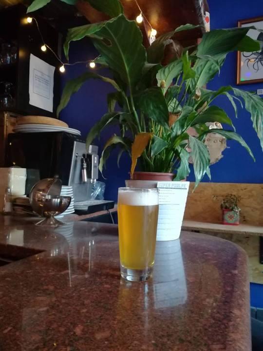 Bière au bar le local