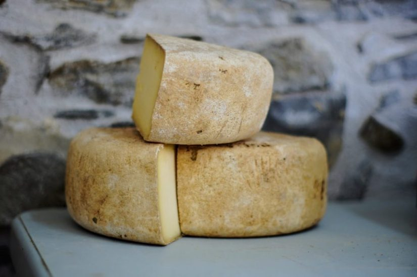 Cooked pressed cheese