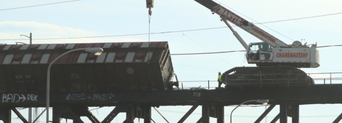 TRACKING THE LIGHT NEWS FLASH: Photos of Philadelphia Schuylkill River Bridge Derailment.