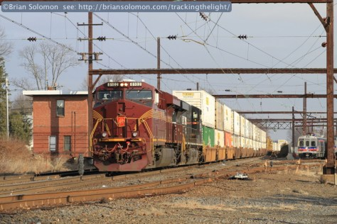 Trailing with of NS I5T (CSXT B100-19) passing the West Trenton tower.