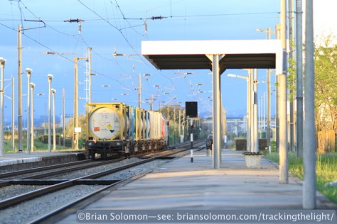 Another northward container train passes heading toward Entroncamento. Canon EOS 7D photo with 200mm lens.