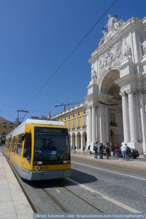 Modern cars work line 15. Lumix LX3 photo; Lisbon April 6, 2014.