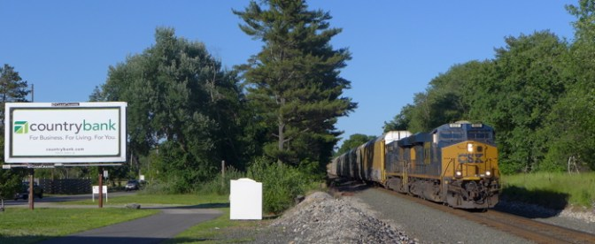 TRACKING THE LIGHT's DAILY POST: CSX at Brookfield, Massachusetts