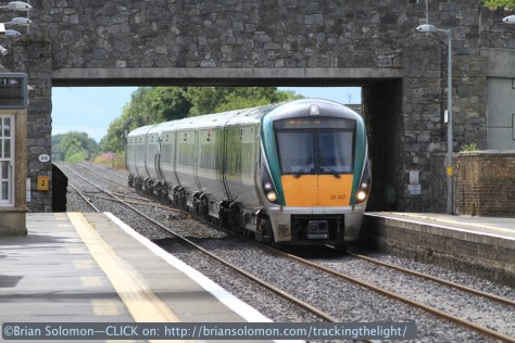 A few minutes later another ICR passes, this time in the Dublin-bound direction. Canon EOS 7D with 200mm lens.